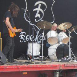 Pinkstertreffen Ulft – heel veel foute auto's, foute audio en een goudeerlijke bluesband: Boekanier